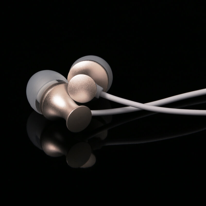 iPhone/iPad/iPod Lightningコネクタ対応イヤフォン(ボリューム/マイク付) 「極の音域 Digital Feel 匠」 ゴールド