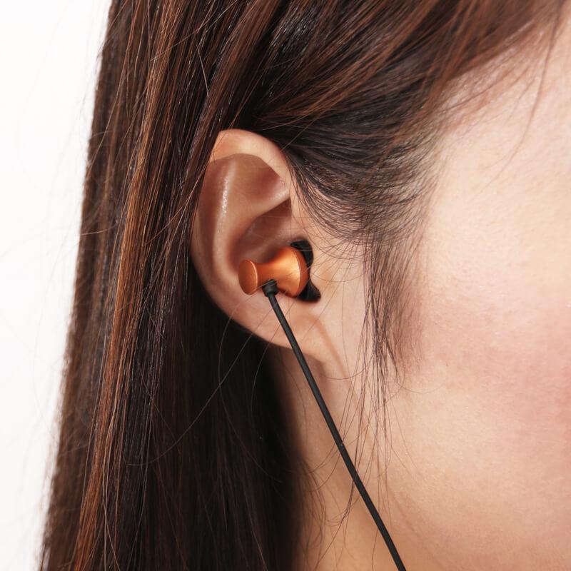 iPhone/iPad/iPod Lightningコネクタ対応イヤフォン(ボリューム/マイク付) 「極の音域 Digital Feel 匠」 ブラック