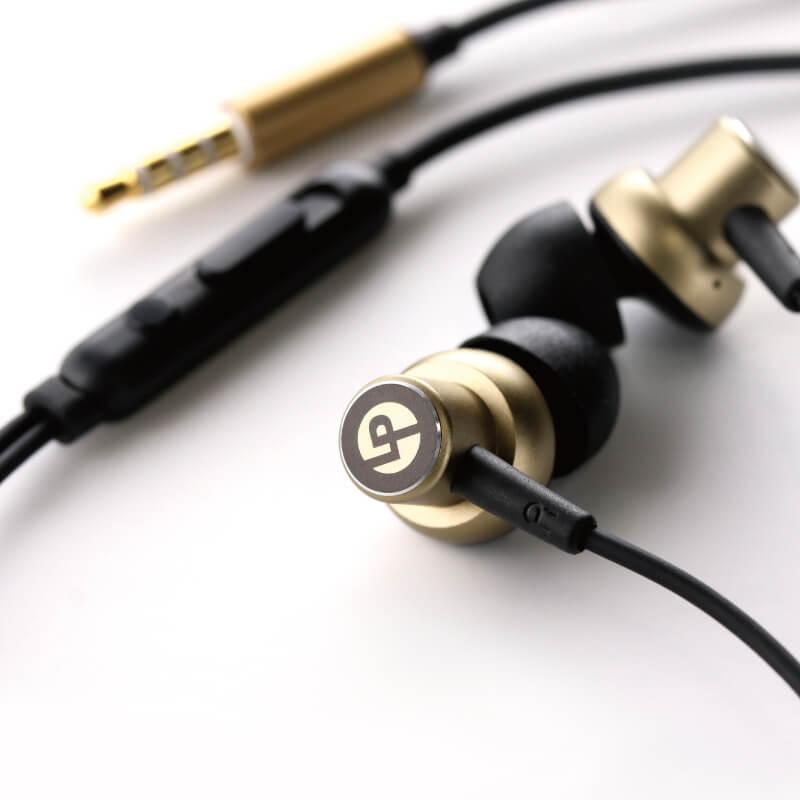 iPhone/スマートフォン イヤフォン(ボリューム/マイク付)「極の音域 METAL(メタル)」ゴールド
